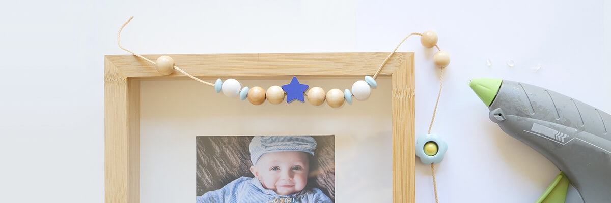step-by-step instructions wooden bead frame: gluing wooden beads with hot glue