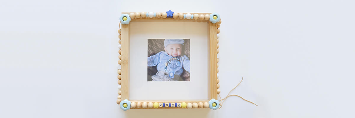 step-by-step instructions wooden bead frame: beads strung and laid on picture frame
